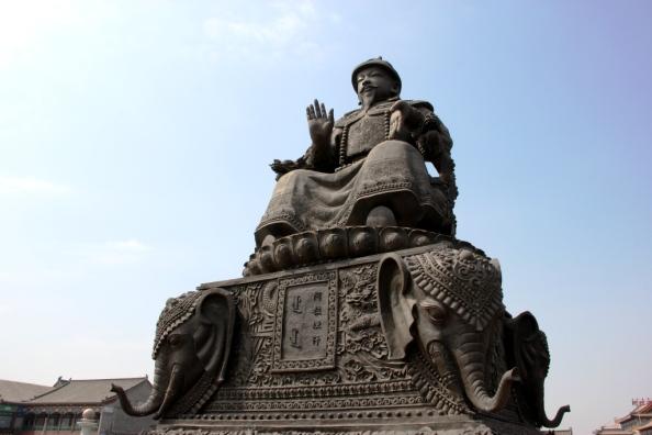 small HH statue